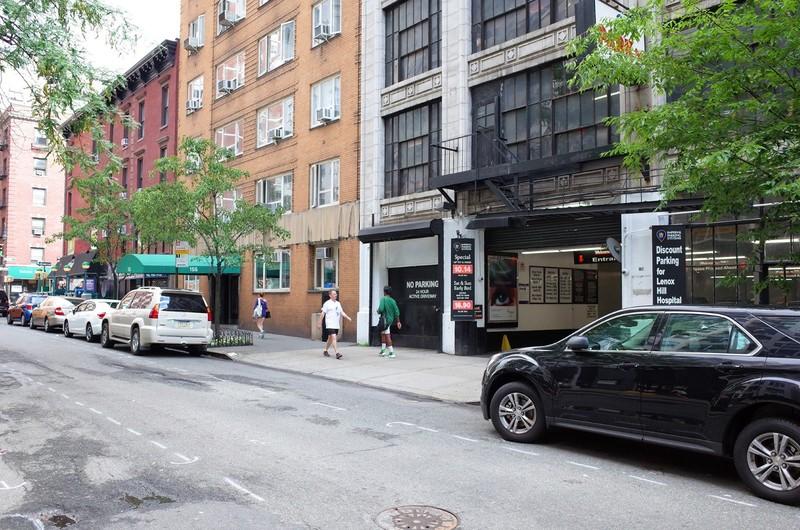 165 E  77th St  Parking
