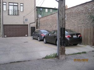 1 Block from Wrigley-Private Parking!