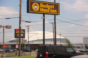 Budget Host Inn Parking