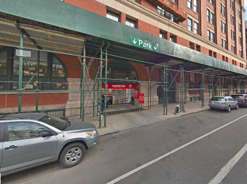641 Washington St Parking